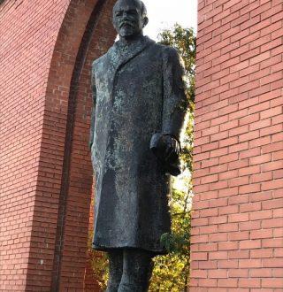 LocalGuideinBudapest-Lenin-statue